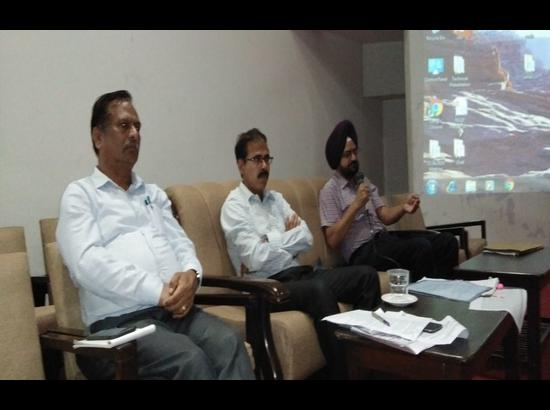 Education Secretary reviews progress of Parho Punjab, Parhao Punjab